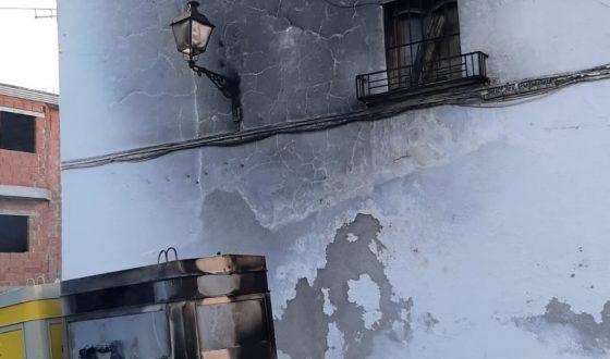 Un acto vandálico quema tres contenedores