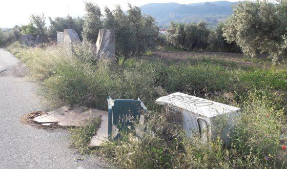 Foto denuncia. Mobiliario rural